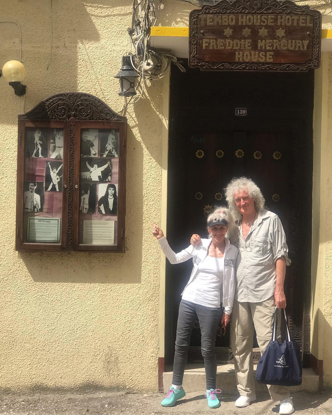 Brian May y Anita Dobson en Zanzíbar