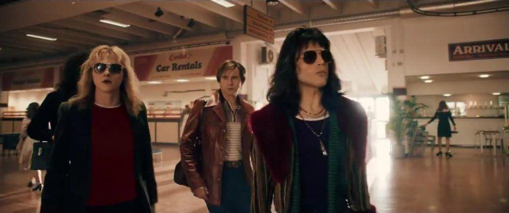 Imagen del primer tráiler oficial de Bohemian Rhapsody, donde digitalmente han eliminado la camiseta del Sol Naciente a Roger Taylor.