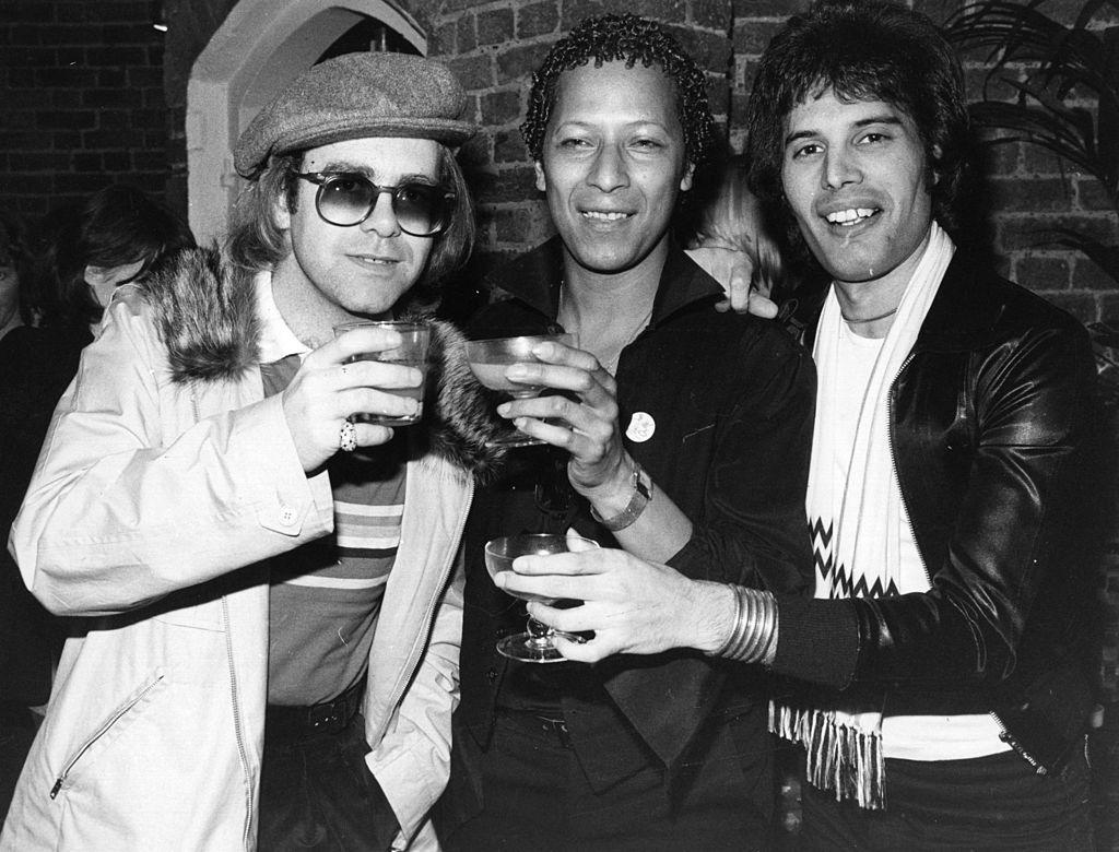 Elton John, Peter Straker y Freddie Mercury.