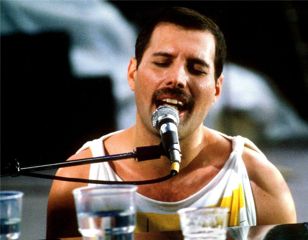 Freddie Mercury Slane Castle Queen Magic 1986