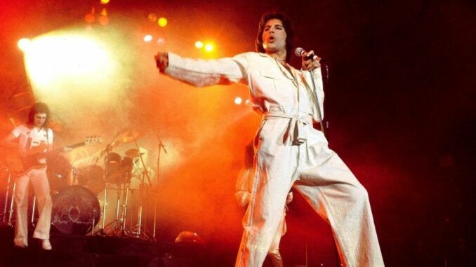 Queen a day at the races 1976 freddie mercury aqueenofmagic