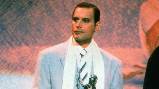 freddie mercury brit awards 1990 queen aqueenofmagic