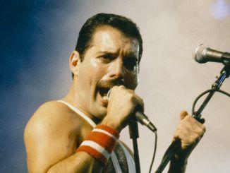 freddie mercury queen microphone live 1985 50